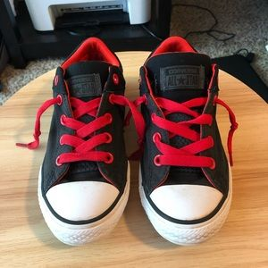 Euc converse black and red youth sneakers